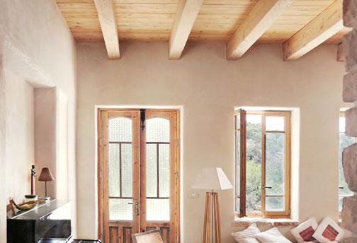 באופן טבעי: בית מעץ ואבן בעין הוד, שנבנה בידי בעלי מלאכה מהסביבה